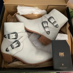 FRYE BOOTS - NEW